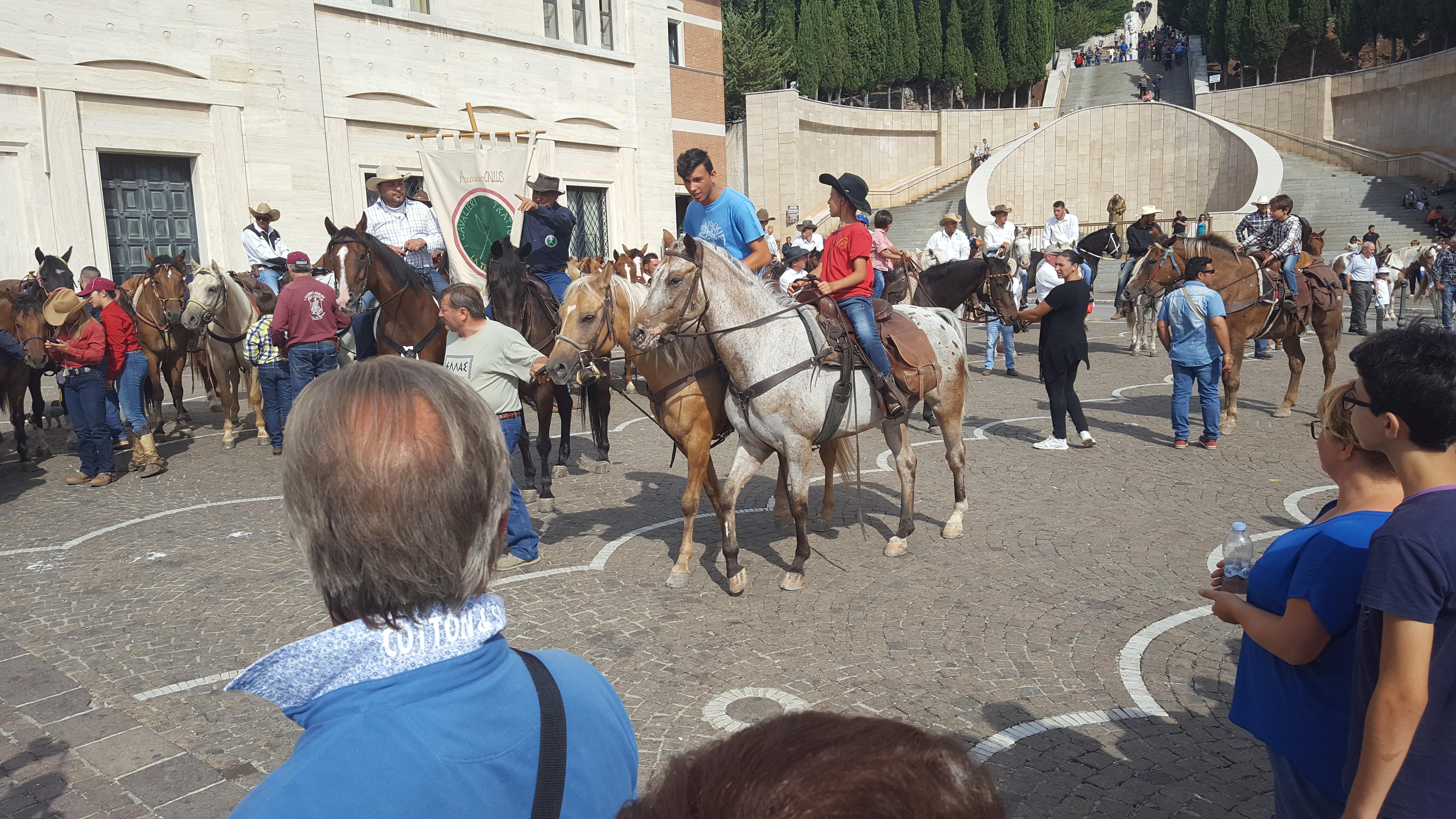 Pellegrinaggio a cavallo per San Pio da Pietrelcina